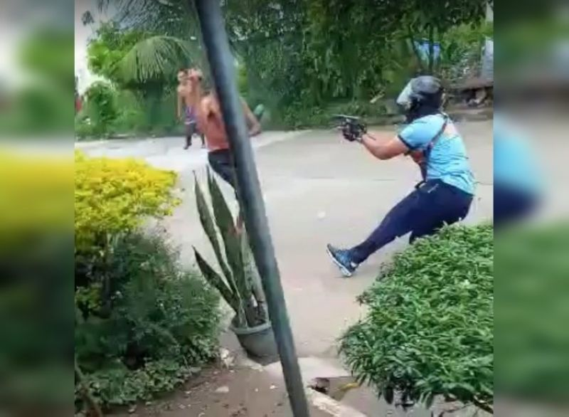 BACOLOD. A screenshot of the actual video of a man who ran amok and was later shot to death by responding police personnel in Victorias City Thursday. The video was given to the police by a bystander who requested anonymity. (Contributed photo)