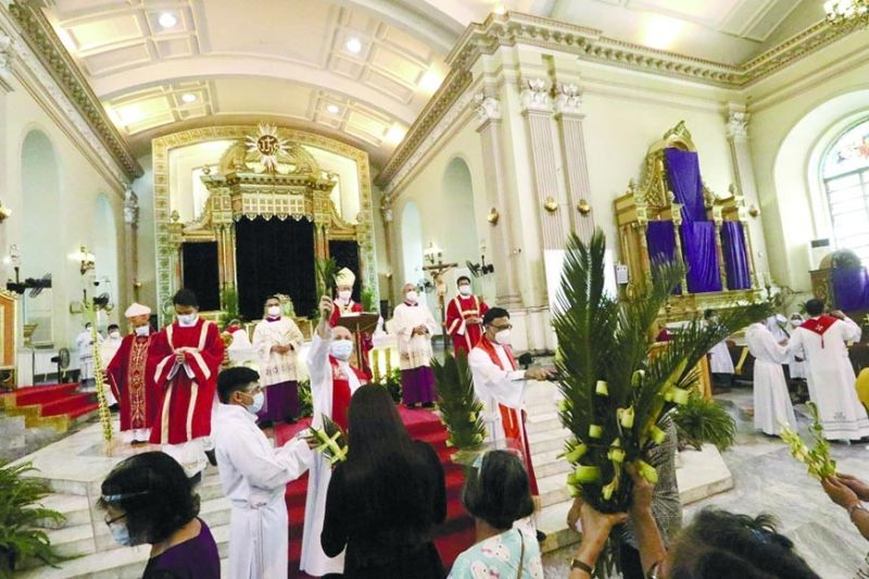MESSAGE. During the Palm Sunday mass held at the Metropolitan Cebu Cathedral on Sunday, March 28, 2021, Cebu Archbishop Jose Palma urges the faithful to spend the Holy Week in intense prayer and devotion to faith. (AMPER CAMPAÑA)