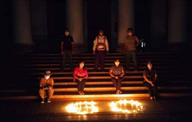 Some employees of the Provincial Government of Negros Occidental light candles at the steps of the Provincial Capitol Building in Bacolod City their way of joining this year's Earth Hour on Saturday evening.(Pemo Photo)
