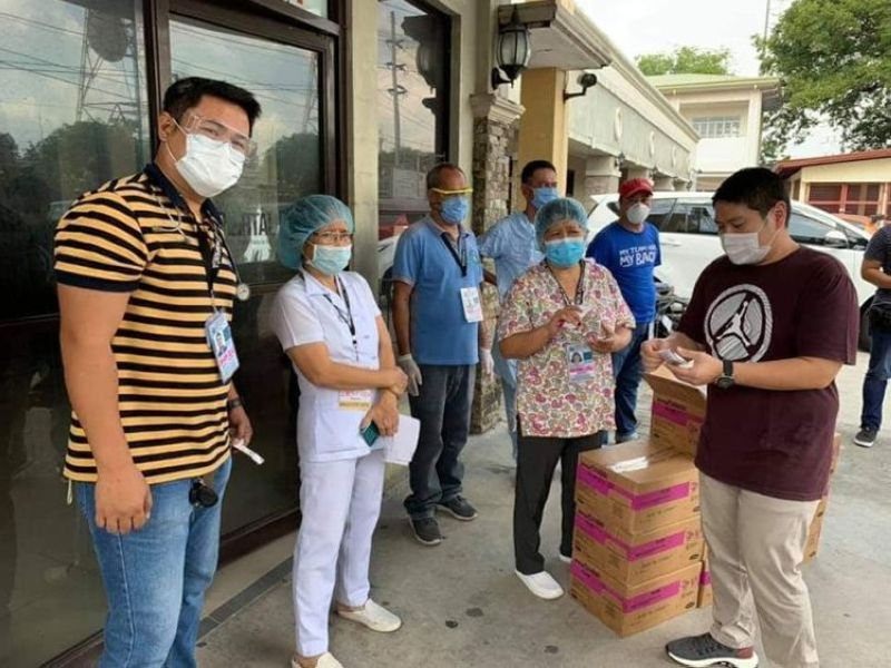 CARING FOR MABALACAT CITY FOLKS. In this file photo, Mabalacat City Vice Mayor Geld Aquino (right) leads the distribution of food supplements for pregnant women at the Mabalacat District Hospital. (Chris Navarro)