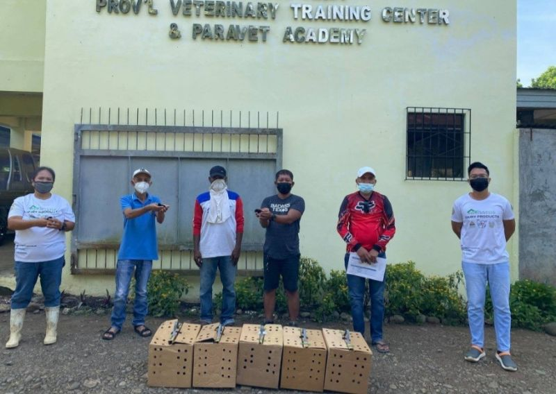 NEGROS OCCIDENTAL. Members of the Kapatiran Farm Workers Association receive 100 heads of free-range chicken from the Provincial Veterinary Office of Negros Occidental recently. (Contributed photo)