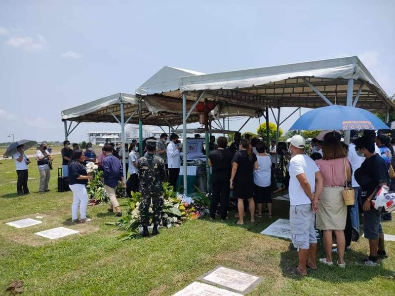 BACOLOD. Former ABS-CBN anchor Harold Limbo was laid to rest on April 6 in Roselawn, Barangay Bata, Bacolod City. His family, friends, and colleagues paid him their last respect. May his soul rest well with the Lord. (Rey Siason photo)