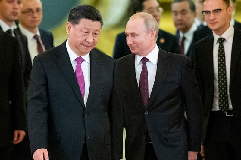 RUSSIA. In this June 5, 2019 file photo, Russian President Vladimir Putin (center right) and Chinese President Xi Jinping (center left) enter a hall for talks in the Kremlin in Moscow, Russia. (AP)
