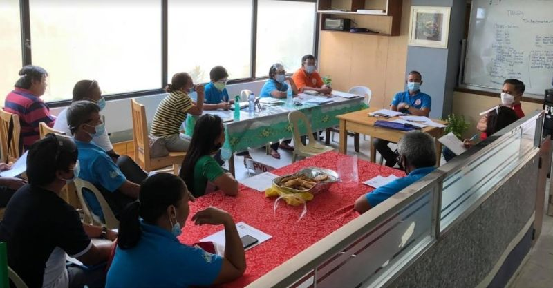 NEGROS. Members of the Alliance of Hog Raisers Association of Negros Occidental during their regular meeting at the Provincial Veterinary Office in Bacolod City on April 6, 2021. Also in photo is Provincial Veterinarian Renante Decena (right). (Contributed Photo)