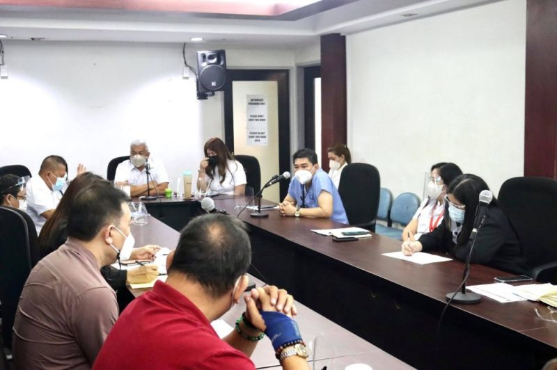 MEETING ON VAX ROLLOUT. Mayor Carmelo Lazatin Jr. called for a meeting with the city's Covid-19 vaccination committee on April 5, 2021 to iron out issues in the vaccination procedure, in order to ensure an efficient roll-out of the vaccines. (Angeles City Information Office)