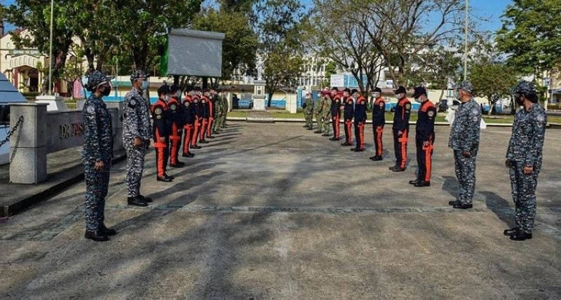 SAN CARLOS. Personnel of the Philippine National Police, military, and Bureau of Fire Protection join the commemoration of the 79th Araw ng Kagitingan in San Carlos City Friday, April 9, 2021. The city government pays tribute to the fallen heroes who fought during World War II by offering flowers to the unknown statue at the public plaza. (San Carlos LGU photo)