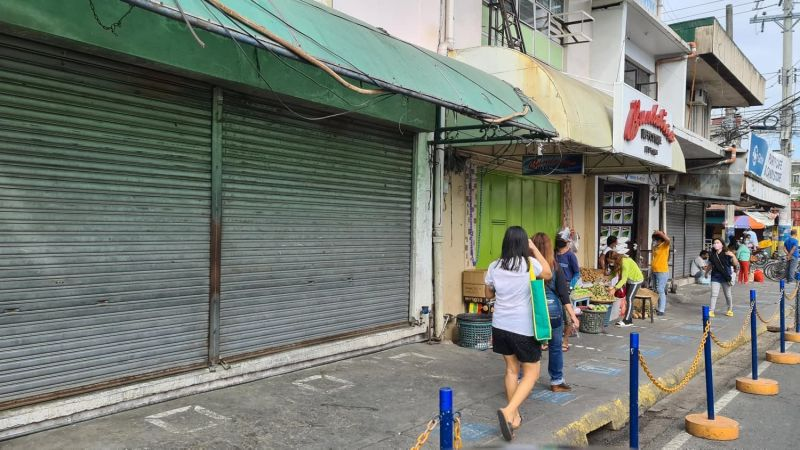 STRICTER MEASURES. Restaurants in the City of San Fernando can only serve take out and no dine-in, while non-essential stores are shuttered from April 12 to 18, 2021 as the local government imposed stricter safety and health protocols amid the rising cases of Covid-19. (Chris Navarro)