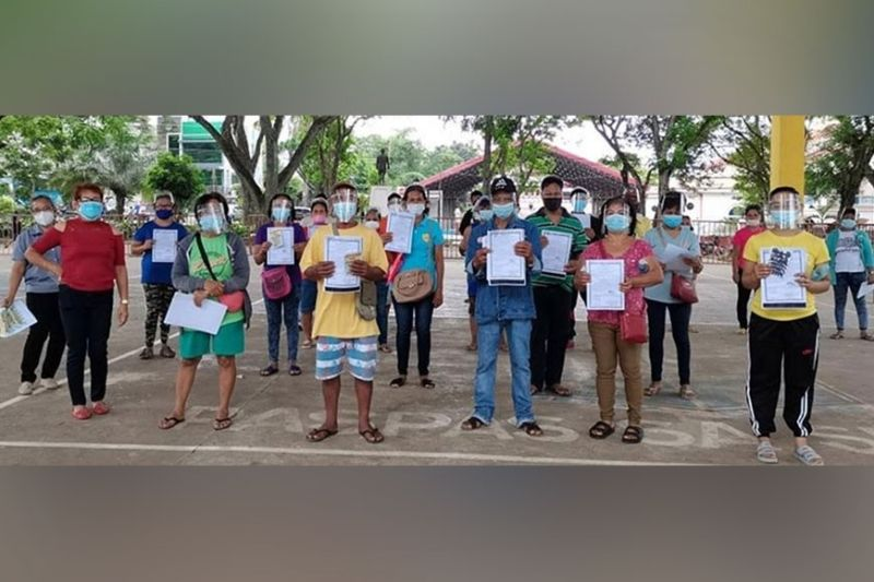 NEGROS. The Department of Agrarian Reform distributes over 108 hectares of land to 90 agrarian reform beneficiaries in Murcia town recently. (Contributed photo)