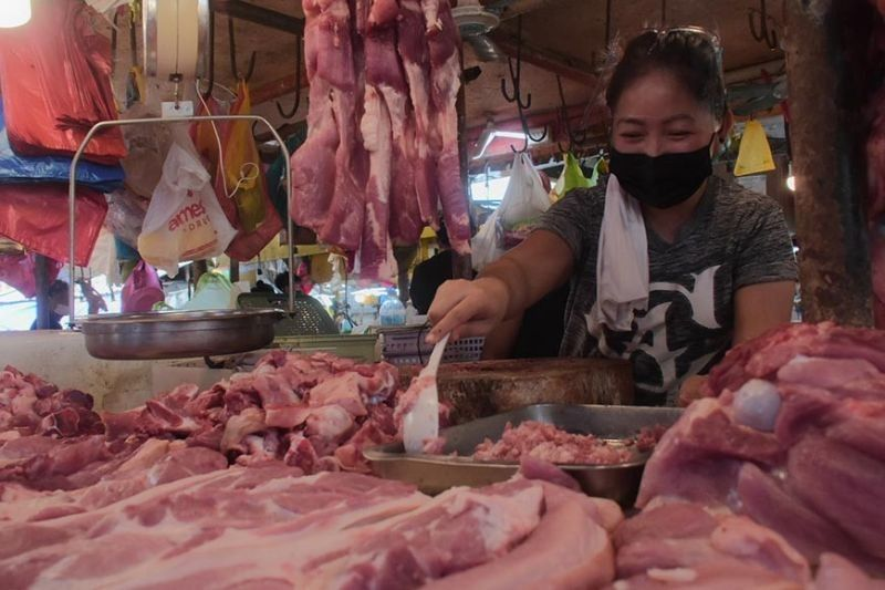 Prices of chicken meat, pork in Cebu City go back down. (File photo)