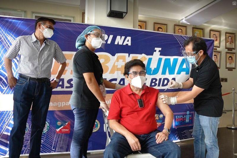 BACOLOD. City Mayor Evelio Leonardia is inoculated with AstraZeneca vaccine against Covid-19, Saturday. (Bacolod PIO photo)