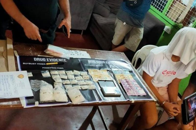 BACOLOD. Authorities seize an estimated P2.6 million worth of shabu in joint drug bust operations of Regional Special Operations Group-Western Visayas, National Bureau of Investigation-Bacolod, and Police Station 2 in Purok Sigay, Barangay 2, Bacolod City over the weekend. (BCPO photo)