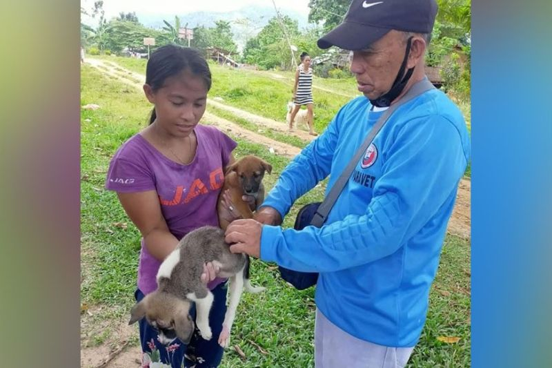 NEGROS. The Provincial Veterinary Office of Negros Occidental conducts massive free vaccination in the bid to attain a rabies-free province. (Contributed Photo)