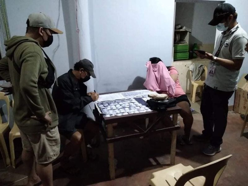 BACOLOD. Authorities seize an estimated P1.7 million worth of shabu in a drug bust operation in Baranga Estefania, Bacolod City yesterday morning. (BCPO photo)
