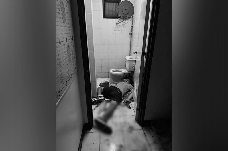 SUICIDE: Police Staff Sgt. Celso Colita, one of the Sawang Calero policemen facing a string of cases, lies dead inside the comfort room of the Regional Special Operations Group (RSOG) 7 in an apparent suicide. (Contributed by Help TV Cebu)