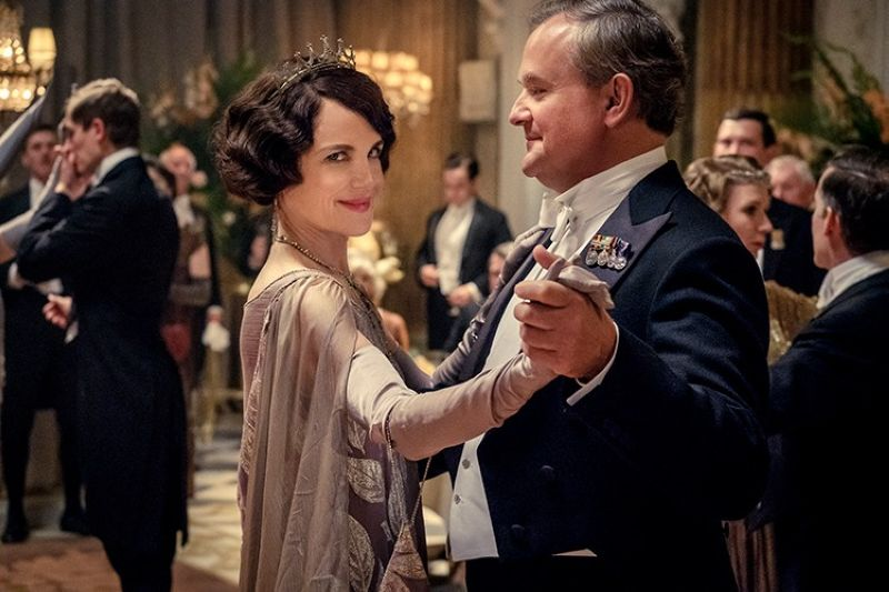 USA. This image released by Focus Features shows Elizabeth McGovern (left) as Lady Grantham and Hugh Bonneville, as Lord Grantham, in