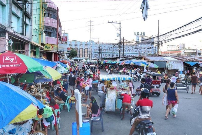 City-managed public markets allowed to reopen on Sundays. (File photo)