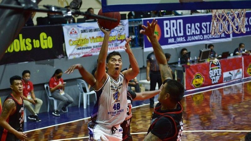 ALCANTARA. Reed Juntilla led ARQ's charge with 18 points. (Chooks-to-Go photo)