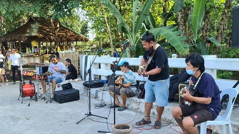 BACOLOD. Local artists and musicians convey their resistance against the cutting of trees through their songs which they performed during the second Sunday of their