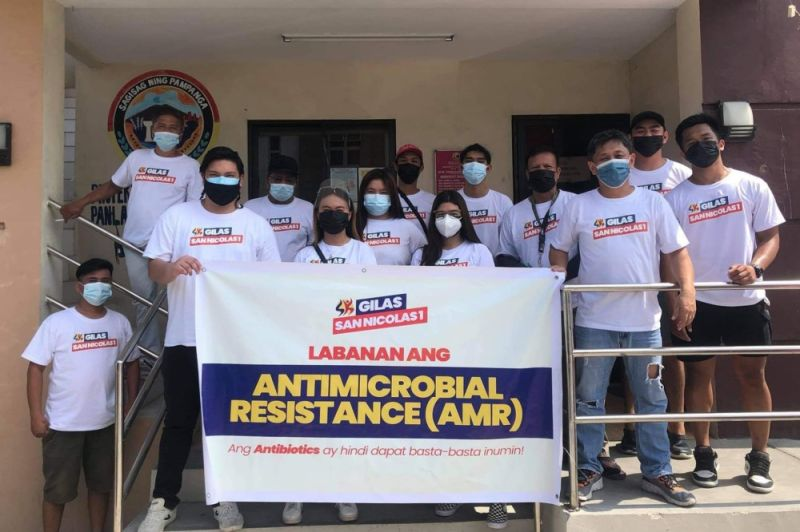 AMR CAMPAIGN. Pampanga SK Federation president Moshe Lacson, Barangay Chairman Fernando David, med students of ASMPH 2023 Lec Group 12 and SK Council of San Nicolas 1 in Magalang spearheaded Saturday's (April 24, 2021) Antimicrobial Resistance information drive. (Chris Navarro)