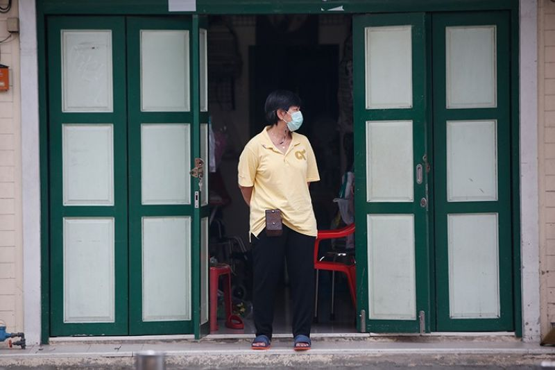 THAILAND. A shop assistant wearing a face mask to help curb the spread of the coronavirus stands in front of her shop in Khao San road, a popular hangout for Thais and tourists in Bangkok, Thailand, Monday, April 26, 2021. (AP)