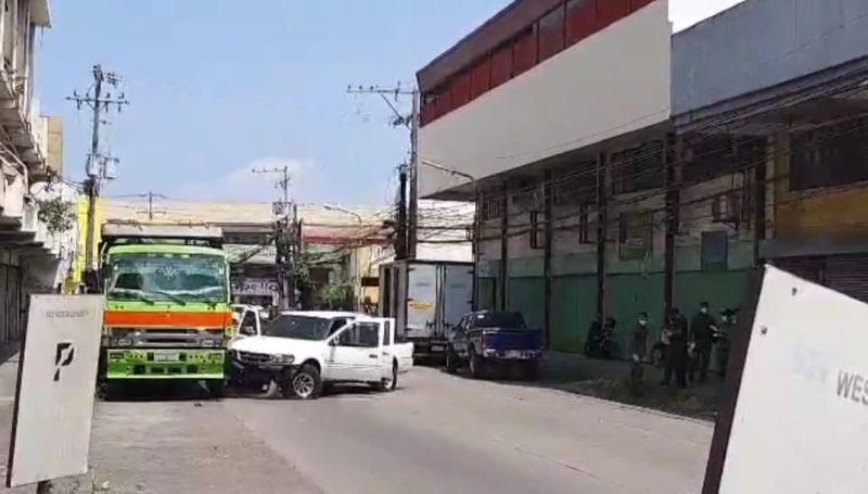 BACOLOD. Police seize 54 sachets of shabu with estimated market value of P2.5 million during a drug bust in Malaspina Street, Barangay Villamonte, Bacolod City Monday morning, April 26, 2021. (Contributed photo)
