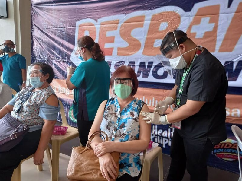 BACOLOD. A senior citizen in Bacolod City receives her first dose of Sinovac vaccine against coronavirus disease (Covid-19). (Merlinda A. Pedrosa)