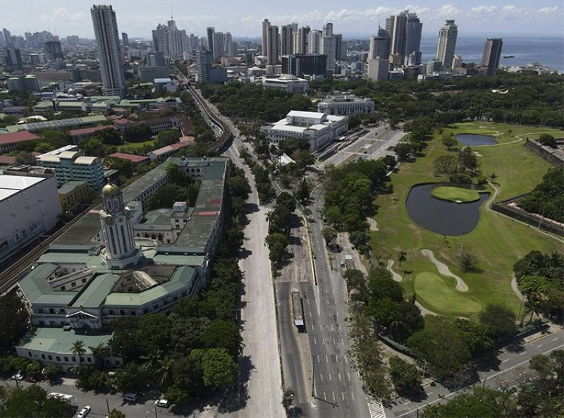 MANILA. The Manila City Hall stands beside an almost empty road as the government implements a strict lockdown to prevent the spread of the coronavirus on Good Friday, April 2, 2021 in Manila, Philippines. (AP)