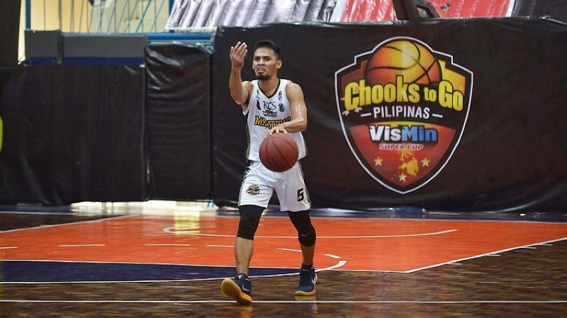 CEBU. KCS' Gileant Delator commands his troops during their game versus Tabogon on Wednesday, April 28, 2021, in the VisMin Cup. (Chooks-to-Go)