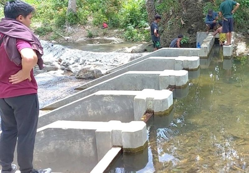 ZAMBOANGA. The National Irrigation Administration (NIA) rushes the completion of the Small Irrigation Project in Sitio Linduman, Vitali village, Zamboanga City. A photo handout shows a NIA worker inspects the project, which is 95.41 percent complete as of Monday, April 26. (SunStar Zamboanga)