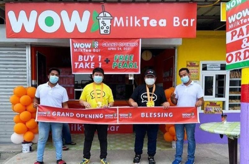 FROM PANDESAL TO MILK TEA. General Manager Erwin Galang and Product Manager Irving Vendiola led the opening ceremony of Wow Milk Tea Bar. (Contributed photo)