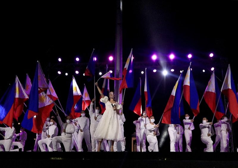 FLAG PRIDE. Miss Universe 2018 Catriona Gray sings