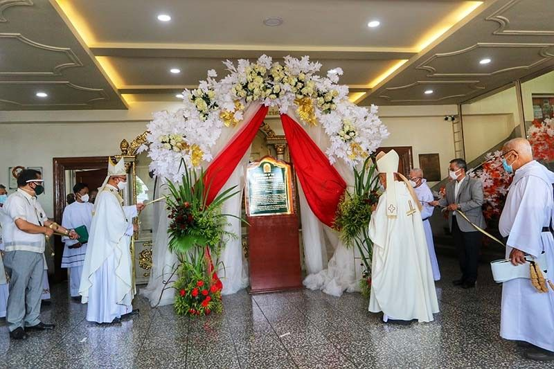 HISTORICAL MARKER. In celebration of the 400-year presence of the Order of the Augustinian Recollects in Cebu, Cebu Archbishop Jose Palma leads the unveiling of the 400th year commemorative marker at the lobby of Our Lady of Mt. Carmel Parish-Recoletos Church in Cebu City on April 29, 2021. / AMPER CAMPANA