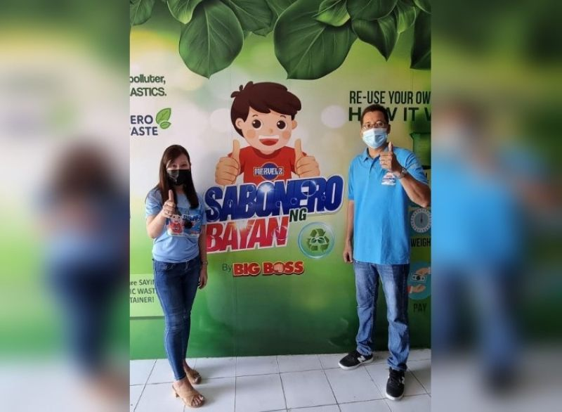 SILAY. Sabonero Ng Bayan Refilling Depot Negrense business owners Joe Marie Verde and business partner Katherine Samson flashing a thumbs up during the grand opening of their new branch located at Severino building, Rizal Street, Silay City on April 28, 2021. (Photo by Carla N. Cañet)