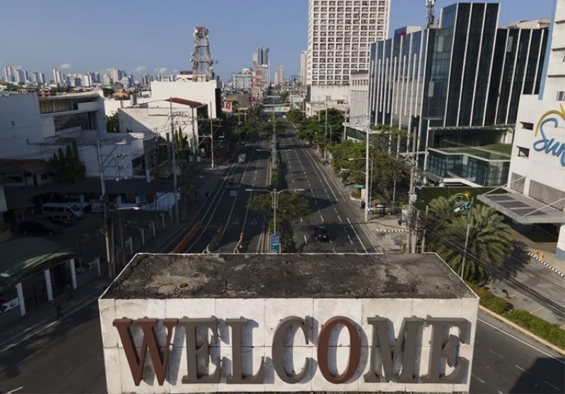 MANILA. An almost empty Welcome Rotonda roundabout is seen as the government implements a strict lockdown to prevent the spread of the coronavirus on Good Friday, April 2, 2021 in Manila, Philippines. (AP)