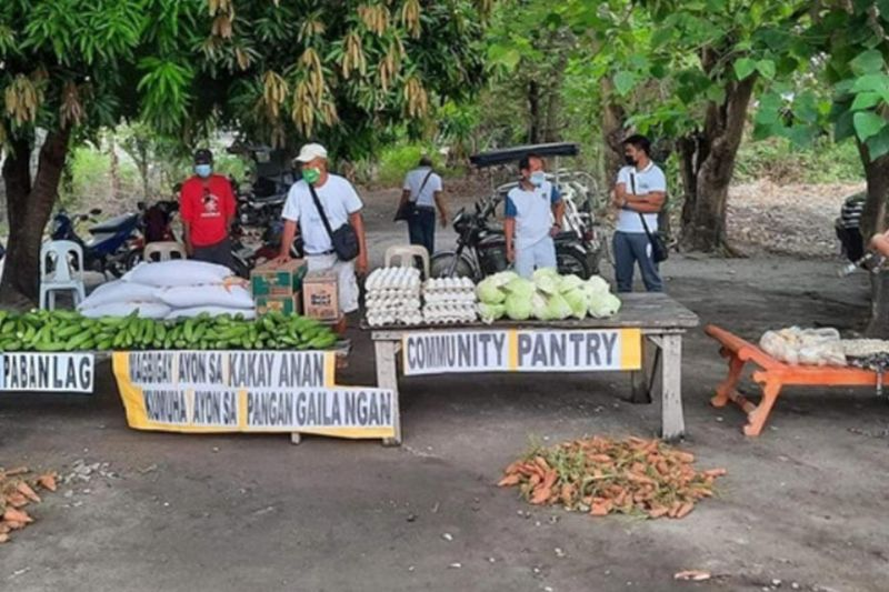 PAMPANGA. A community pantry in Barangay Pabanlag, Floridablanca gets support from NLEX Corporation. (Contributed photo)