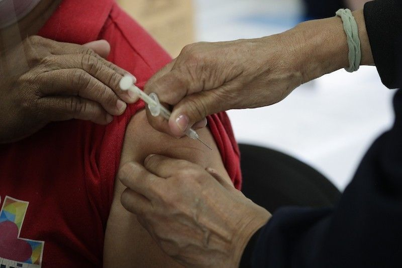 Vaccine rollout in Cebu City to resume on Monday, May 3. (File photo)
