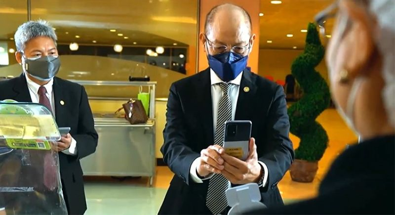 DAVAO. Bangko Sentral ng Pilipinas (BSP) Governor Benjamin Diokno (right) and Deputy Governor Mamerto Tangonan (left) successfully complete their contactless transaction by scanning the PayMaya-enabled QR Ph code for merchants using the AUB and China bank mobile apps. Launched by the BSP on April 30, QR Ph for merchants enables businesses to accept payments from customers of other banks and financial institutions for various transactions. PayMaya is the first financial technology firm to adopt the national QR code standard for merchants, which will be rolled out to its partners in the next several months. (Contributed photo)