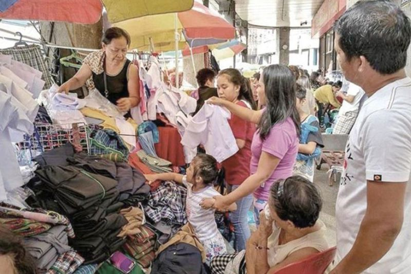 FINANCIAL AID. The wage subsidy program for micro, small and medium enterprise workers is part of the government's P1.14 trillion eight-point employment strategy to revive the country's Covid-19-battered labor sector. (SunStar file)