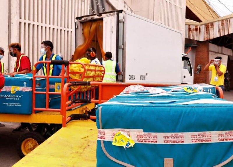 ZAMBOANGA. The Department of Health (DOH) received Saturday, May 1, the shipment of the fifth batch of vaccines, consisting of 25,200 doses from the DOH central office that are intended for A2 and A3 priority groups. A photo handout shows staff of the carrier firm loading the vaccine to a refrigerated van en route to the DOH regional office's storage facility. (SunStar Zamboanga)