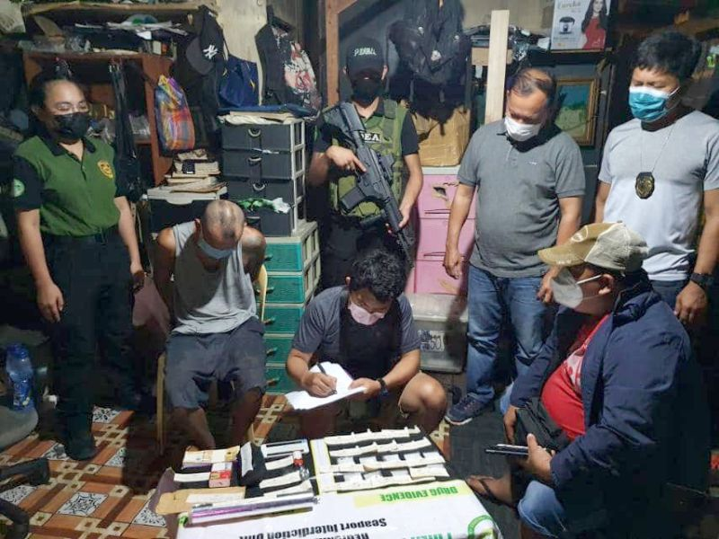 DRUG DEN: Laing drug den maintainer ang nasikop sa PDEA 7 sa Purok Nangka, Sitio Telecom, Barangay Casuntingan, Mandaue City, sa Abril 30, 2021 sa gabii. / gikan sa PDEA 7 FB page