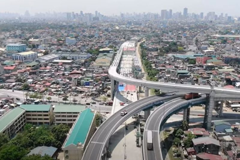 FULL BLAST. Despite ongoing quarantine restrictions, NLEX Corporation continues with the construction of major infrastructure projects to help reboot the economy. (Contributed photo)