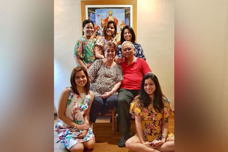 FIVE DAUGHTERS. Ramon and Baby Montinola with their five daughters: Dovie Sainz, the late Loudette Salanga, and Rina Sulay (standing). Seated at left is Ruth Miranda, and at right is Meliza Dimailig.