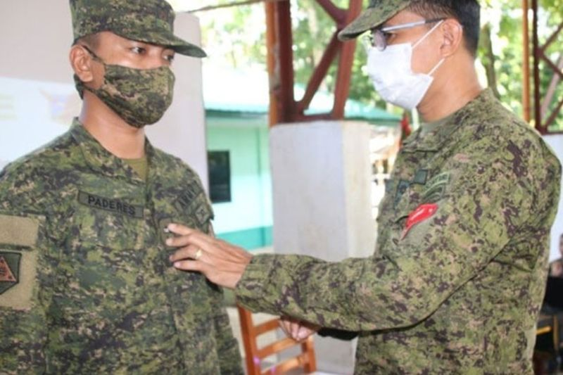 ZAMBOANGA. The Philippine Army promotes two junior officers of the 53rd Infantry Battalion (IB) to the next higher rank. A photo handout shows Lieutenant Colonel Jo-ar Herrera, 53IB commander (right), pins the First Lieutenant insignia to Second Lieutenant Jay Mar Paredes, one of the promoted officers. Also promoted to First Lieutenant is Second Lieutenant Janryl Gumalad (not in photo). (SunStar Zamboanga).