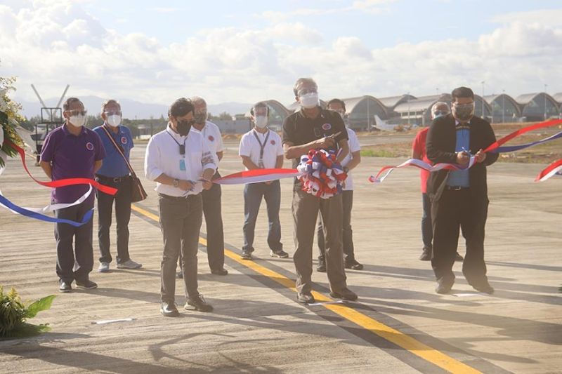 FLY HIGH. Government officials cut the ribbon during the inauguration of the P223 million upgraded taxiway of the Mactan-Cebu International Airport Wednesday, May 5, 2021. From left are Presidential Assistant for the Visayas Secretary Michael Lloyd Dino, Department of Transportation (DOTr) Secretary Arthur Tugade and Mactan-Cebu International Airport Authority OIC General Manager Glenn Napuli. Behind them are DOTr Undersecretary for Administrative Service Artemio Tuazon Jr., Manila International Airport Authority General Manager Ed Monreal, Civil Aviation Authority of the Philippines (Caap) Director General Jim Sydiongco, DOTr Assistant Secretary for Aviation and Airports Jim Melo, Philippine Ports Authority General Manager Jay Santiago and Caap Deputy Director General Don Mendoza. / AMPER CAMPAÑA