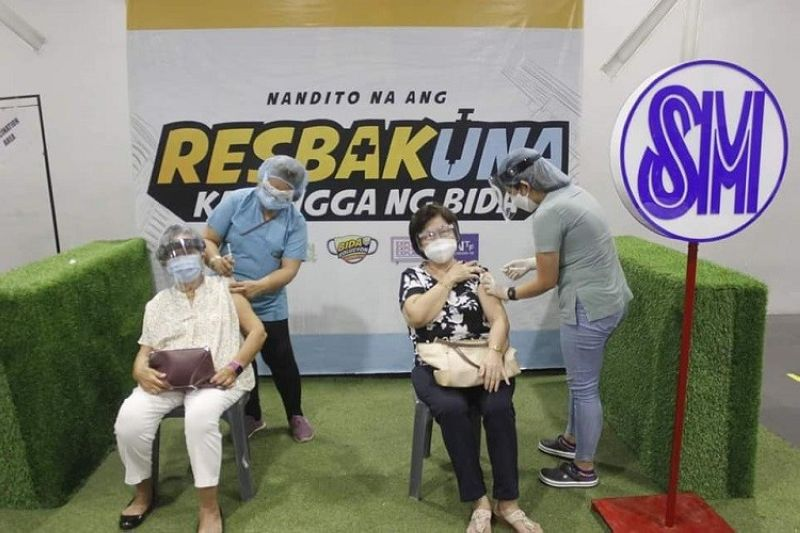 ON HOLD. The 5-day Covid-19 mass vaccination, which started on May 3 at SM City, is temporarily suspended on May 7, 2021. (City PIO photo)