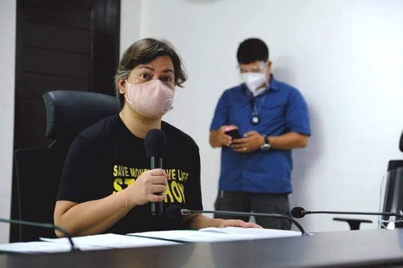 BACOLOD. Davao City Mayor Sara Duterte-Carpio donates reverse transcription-polymerase chain reaction (RT-PCR) machine and 20 sampling kits to the City of Bacolod. (File photo)