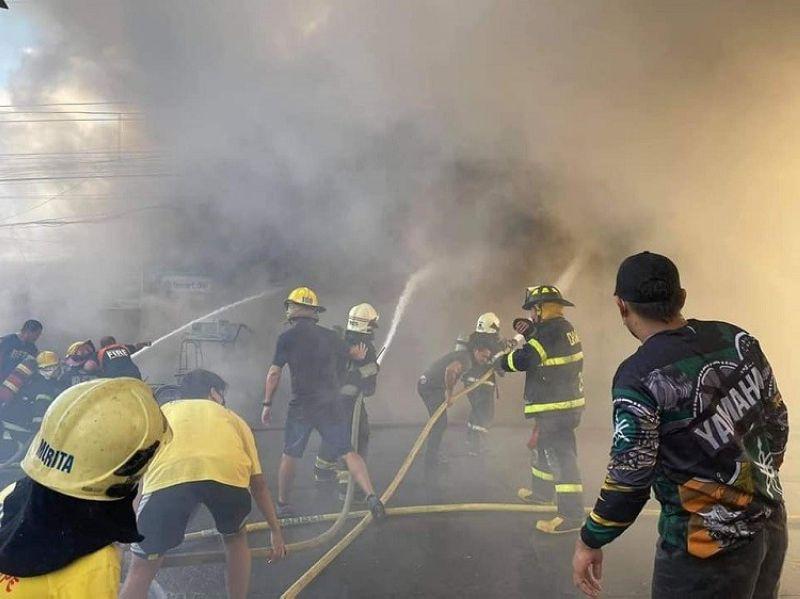BACOLOD. Fire razes at least 10 houses in Purok Malipayon, Barangay 12, Bacolod City Friday morning. (Arthur Yap photo)
