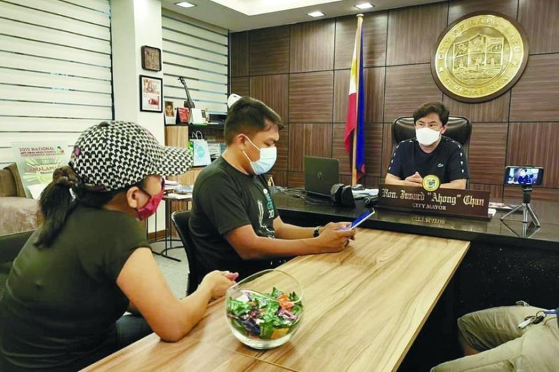 MONDAY MEETING. Lapu-Lapu City Mayor Junard Chan faces reporters in his office on Monday, May 10, 2021. The City Council has just passed passed an ordinance for a P162.98 million supplemental budget 1 the bulk of which will fund the purchase of Covid-19 vaccines, the cash-for-work program and birthday gifts to senior citizens. / CONTRIBUTED