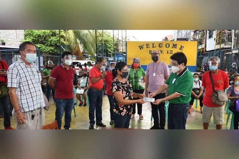 BACOLOD. Negros Grace Pharmacy extends cash assistance to the fire victims in Purok Neptune, Barangay Singcang-Airport, Bacolod City on Tuesday, May 11, 2021. (Merlinda Pedrosa)