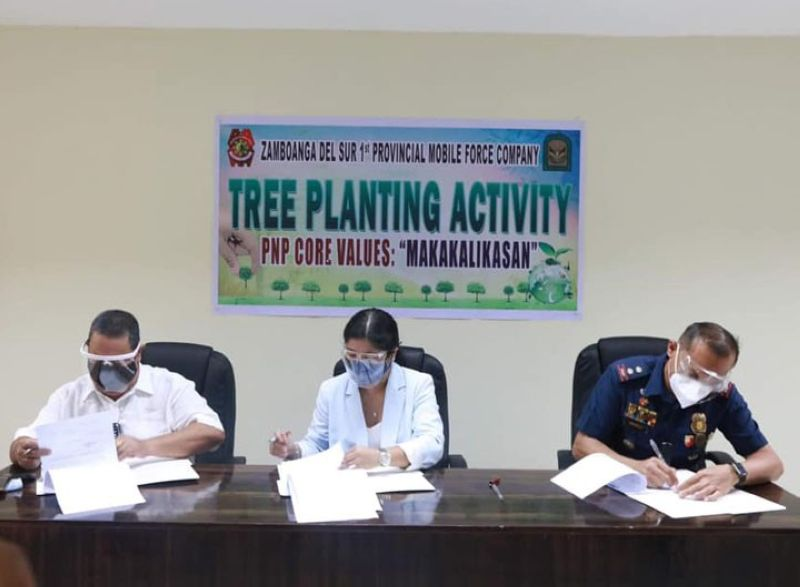 ZAMBOANGA. The Department of Environment and Natural Resources (DENR) and the Zamboanga del Sur Provincial Police Office (ZDSPPO) enter into a memorandum of agreement (MOA) for the